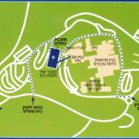 בנין החניה (מסומן בכחול) מהווה את איזור החניה הקרוב והנוח ביותר למחלקות האשפוז ולמרפאות. גשר להולכי רגל מחבר אותו אל אולם הכניסה הראשי.
