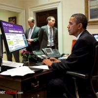 תמונה 1. אמריקאי טיפוסי בתנוחה לא מיטבית מול מסך מחשב.
