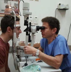"""בדיקות המעקב שלאחר הניתוח ע""""י הרופא המנתח חיוניות לבטיחות ולהצלחת הניתוח."""